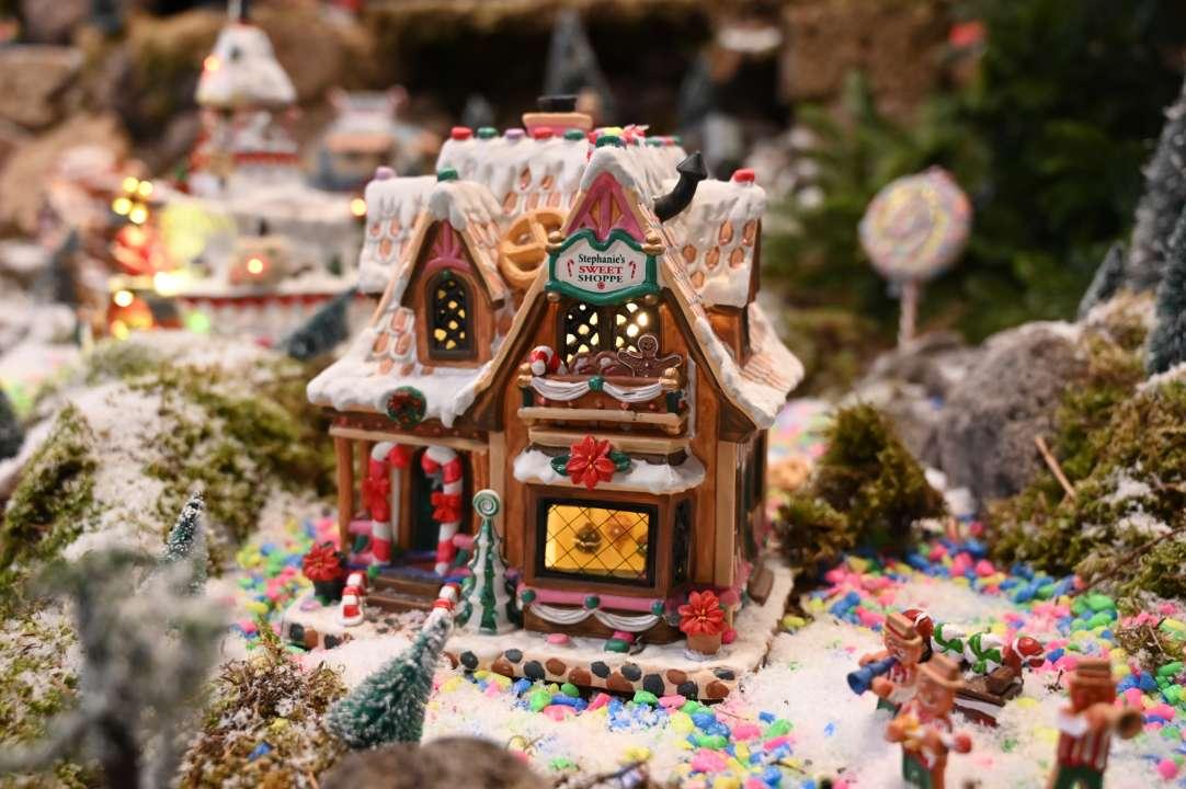 Kersthuisjes van Lemax koopt u bij tuincentrum Coppelmans